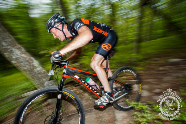 Kris Sneddon blasts through a rock section on the enduro stage descent