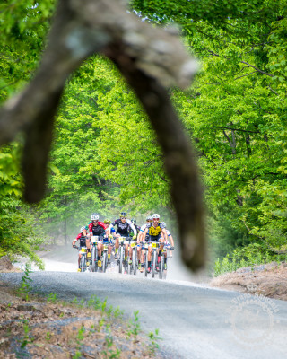 The lead group making quick work of a gravel road section at the NoTubes Trans-Sylvania Epic.