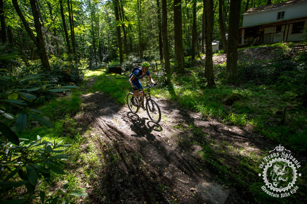 Dan Chabanov (Hudson/Ludwig & Larsen Racing) rides solo through the woods in stage 6 of the NoTubes Trans-Sylvania Epic.